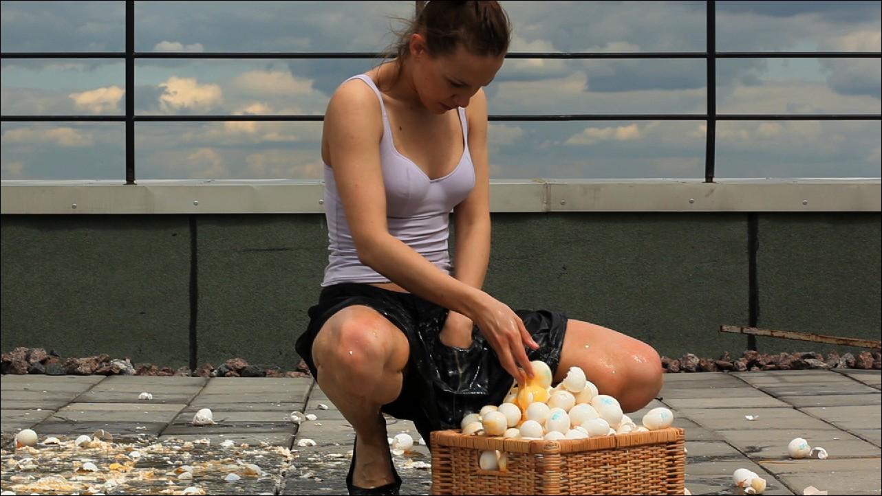Вот девки с яйцами